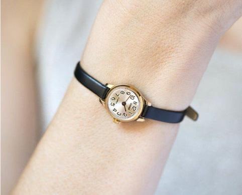 La montre vintage me plait,mais attention au diamètre !